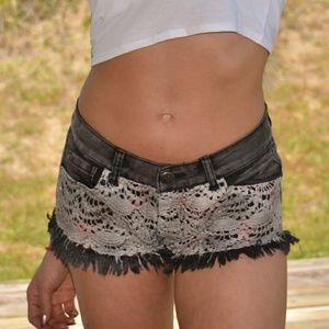 Shorts - Sassy black denim shorts